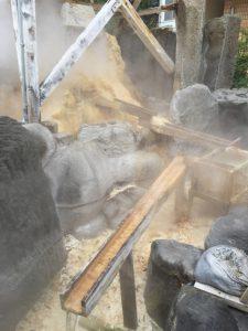 お湯かけ弁財天 梛木の木 銭洗いの池